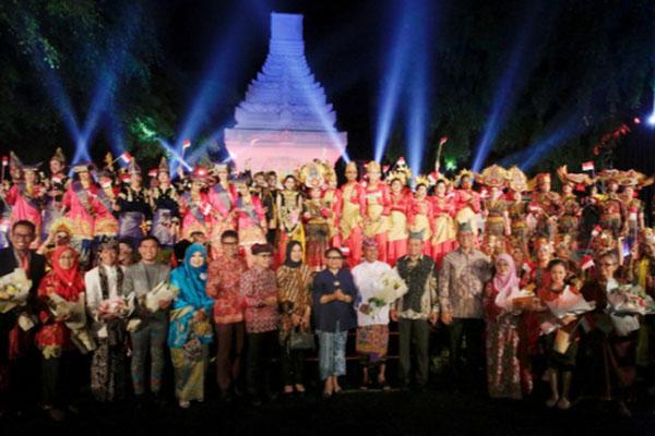 Menlu Retno Marsudi (tengah depan) di antara para peserta Inchan 2019. - Kemlu.go.id