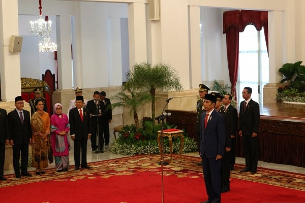Presiden Joko Widodo saat acara penganugerahan gelar tanda kehormatan Republik Indonesia 2019 di Istana Negara, Jakarta, pada Kamis (15/8/2019). - Antara