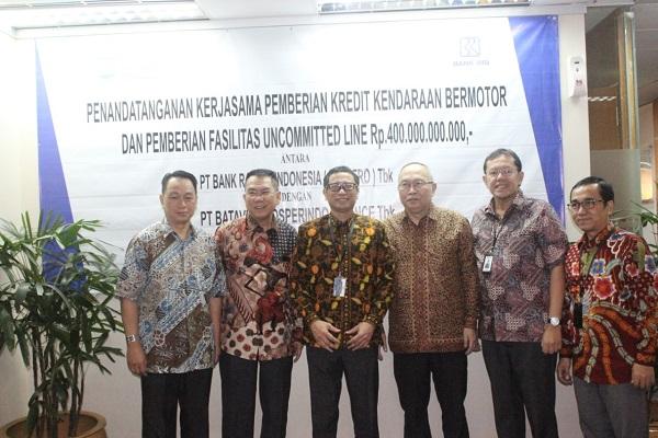 (Kiri ke kanan) Direktur BPFI Jasin Hermawan, Direktur Utama BPFI Markus Dinarto Pranoto, Executive VP BRI Primartono Gunawan, Direktur BPFI Indah Mulyawan, Vice President BRI Yudi Amiarno, dan Assistant VP BRI Wagiman dalam penanda tanganan fasilitas kredit senilai Rp400 miliar di Jakarta, Kamis (15/8/2019). - Bisnis.com/Nindya Aldila