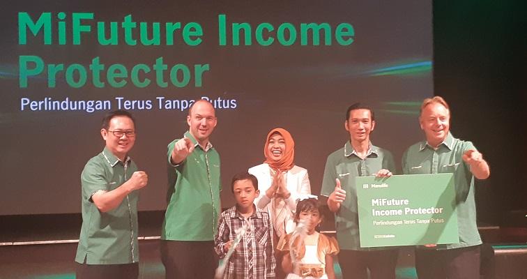 Ryan Charland, President Director & CEO PT Asuransi Jiwa Manulife Indonesia (kedua dari kiri) dan Jeffrey Kie, Chief Agency Officer, Manulife Indonesia, di sela-sela peluncuran MiFuture Income Protector, Kamis (15/8/2019). - Bisnis.com/Oktaviano DB Hana