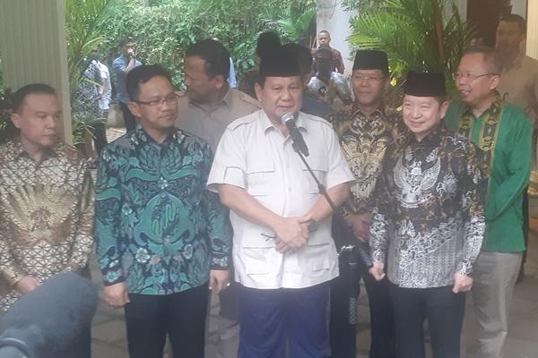 Ketua Umum Gerindra Prabowo Subianto dan Plt Ketua Umum PPP Suharso Monoarfa di kediaman Prabowo Jakarta, Kamis (15/8/2019) - Bisnis/Jaffry Prabu Prakoso