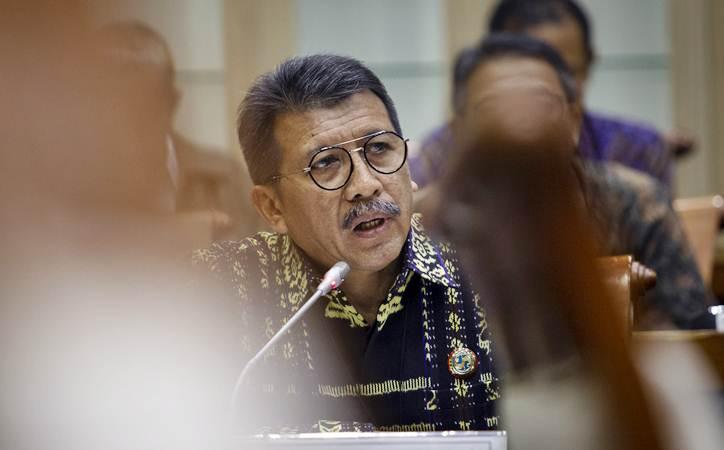 Direktur Utama PT Jasa Raharja (Persero) Budi Rahardjo Slamet menyampaikan paparan dalam rapat dengar pendapat dengan Komisi VI DPR di Kompleks Parlemen, Senayan, Jakarta, Kamis (16/5/2019). - ANTARA/Dhemas Reviyanto