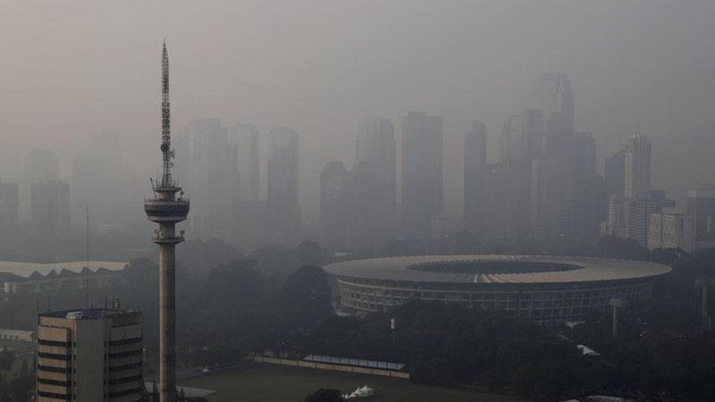 Polusi udara Jakarta. Gambar diambil menjelang Asian Games tahun lalu. - Reuters