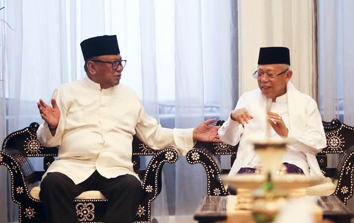 Ketua DPD Oesman Sapta Odang (kiri) berbincang dengan Calon Wakil Presiden nomor urut 01 KH Ma'ruf Amin (kanan) saat melakukan pertemuan di kediaman Oesman Sapta Odang, kawasan Kuningan, Jakarta, Senin (3/6/2019). - ANTARA/Galih Pradipta