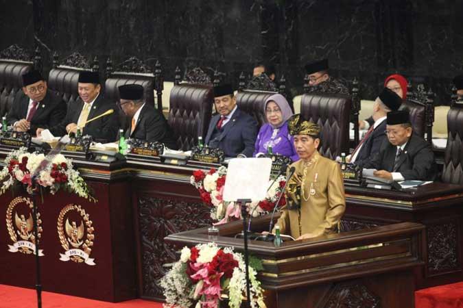 Presiden Joko Widodo menyampaikan Pidato Kenegaraan dalam Sidang Bersama DPR RI dan DPD RI di Kompleks Parlemen, Senayan, Jakarta (16/8/2019). - Bisnis/Dedi Gunawan