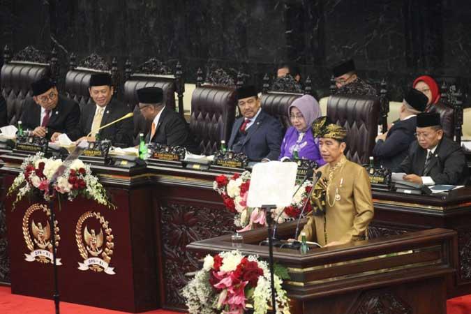 Presiden Joko Widodo menyampaikan pidato dalam Sidang Tahunan MPR di Kompleks Parlemen, Senayan, Jakarta, Jumat (16/8/2019). - Bisnis/Dedi Gunawan