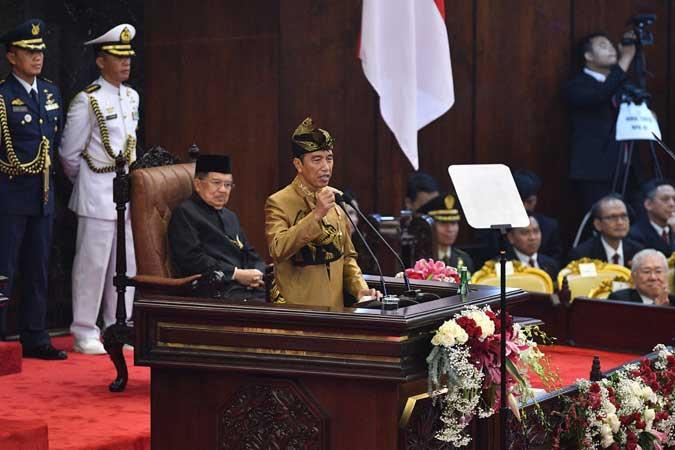 Presiden Joko Widodo menyampaikan Pidato Kenegaraan dalam Sidang Paripurna Bersama DPR RI dan DPD RI di Kompleks Parlemen, Senayan, Jakarta (16/8/2019). - Antara/Sigid Kurniawan