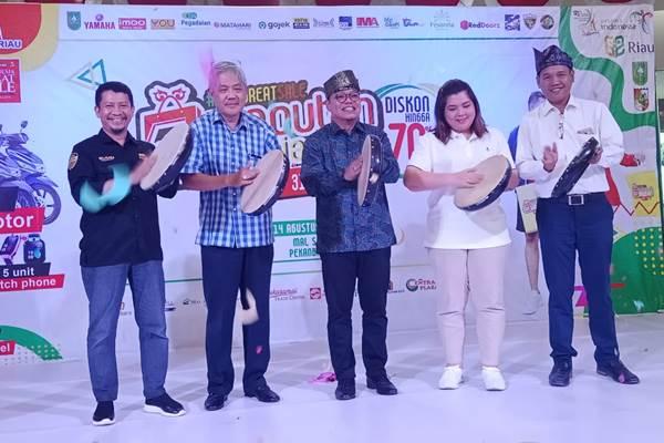Peluncuran program Riau Great Sale 2019 menyambut HUT Ke-74 RI - Bisnis/Arif Gunawan