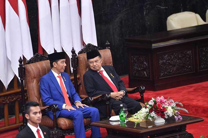 Presiden Joko Widodo (kiri) bersama Wakil Presiden Jusuf Kalla menghadiri Sidang Tahunan MPR di Kompleks Parlemen, Senayan, Jakarta, Jumat (16/8/2019). - ANTARA FOTO/Sigid Kurniawan