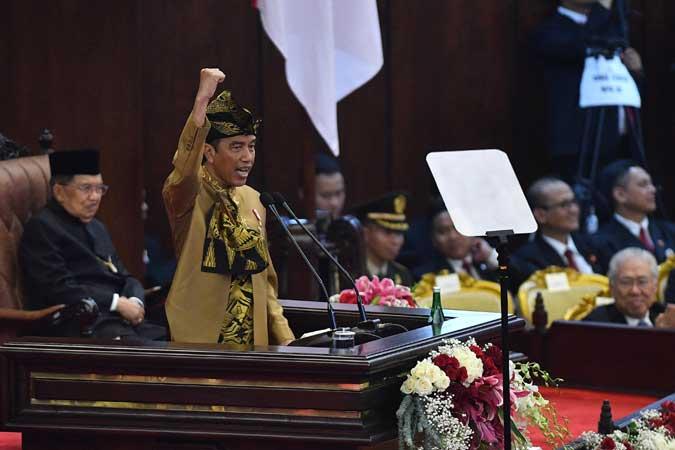 Presiden Joko Widodo menyampaikan pidato dalam Sidang Bersama DPD/MPR RI di Kompleks Parlemen, Senayan, Jakarta, Jumat (16/8/2019). - ANTARA FOTO/Sigid Kurniawan