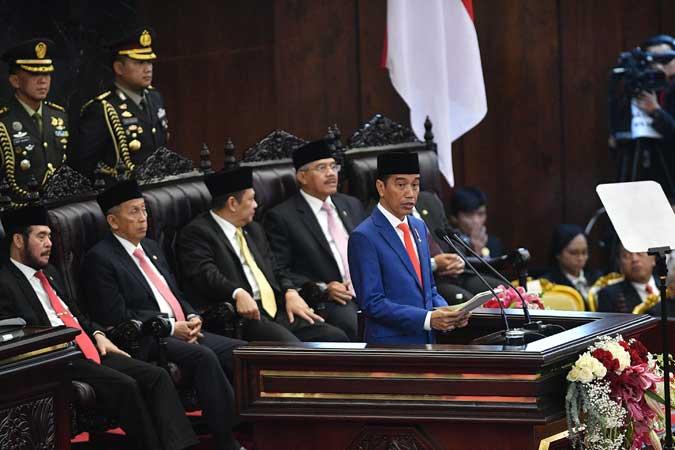 Presiden Joko Widodo menyampaikan pidato dalam Sidang Tahunan MPR di Kompleks Parlemen, Senayan, Jakarta, Jumat (16/8/2019). - ANTARA FOTO/Sigid Kurniawan