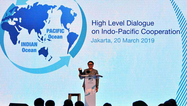 Menteri Luar Negeri Retno Marsudi memberikan sambutan dalam pembukaan Dialog Tingkat Tinggi tentang Kerja Sama Indo-Pasifik di Jakarta, Rabu (20/3/2019). - ANTARA/Sigid Kurniawan