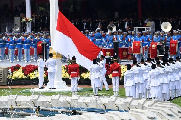 Pasukan Pengibar Bendera Pusaka (Paskibraka) bersiap mengibarkan Bendera Merah Putih saat Upacara Peringatan Detik-Detik Proklamasi 1945 di Istana Merdeka, Jakarta, Sabtu (17/8/2019). Peringatan HUT RI tersebut mengangkat tema