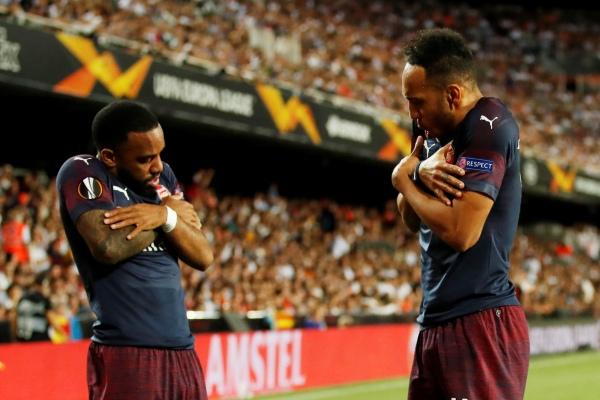 Duet penyerang Arsenal, Pierre-Emerick Aubameyang (kanan) dan Alexandre Lacazette. - Reuters/Andrew Boyers