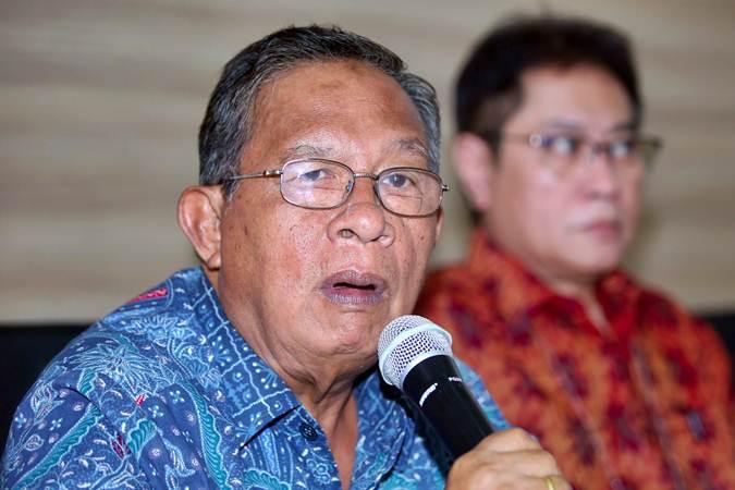Menko Perekonomian Darmin Nasution (kiri) saat penyampaian keberatan atas European Union's Delegation Act yang disusun Komisi Eropa, di Jakarta, Senin (18/3/2019). - Bisnis/Abdullah Azzam