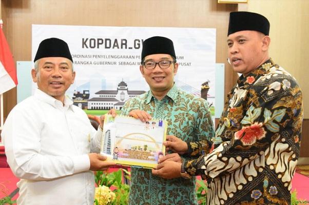 Wali Kota Bekasi Rahmat Efendy (kiri) dan Gubernur Jabar Ridwan Kamil - Istimewa