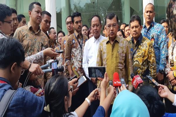 Wapres Jusuf Kalla di Kantor Wakil Presiden Jakarta menyampaikan agar aparat terkait harus menyampaikan secara terbuka fakta yang menyebabkan terjadinya insiden rusuh di Papua pada Senin (19/8/2019). - Bisnis/Anggara Pernando