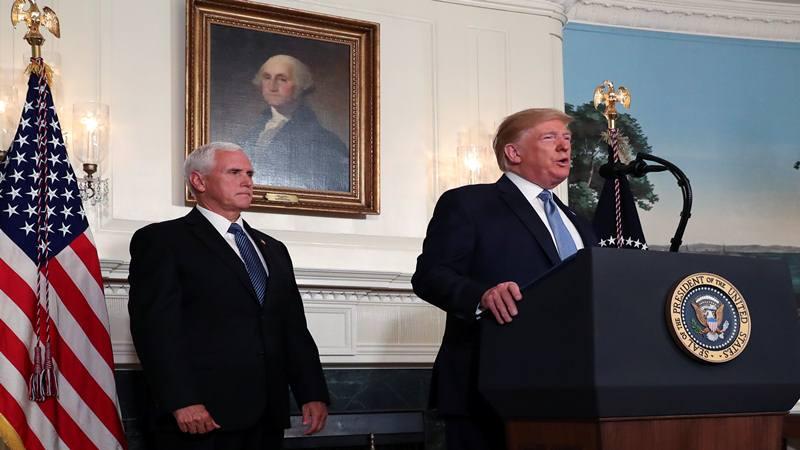Presiden AS Donald Trump didampingi Wakil Presiden Mike Pence berbicara tentang penembakan di El Paso dan Dayton di Ruang Diplomatik Gedung Putih di Washington, AS, 5 Agustus 2019. - Reuters