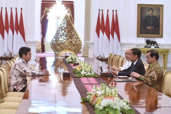 CEO dan Founder Bukalapak Achmad Zaky bertemu dengan Presiden Joko Widodo untuk meminta maaf terkait cuitannya di Twitter, di Istana Merdeka, Jakarta, Sabtu (16/2/2019). - Dok. Setkab