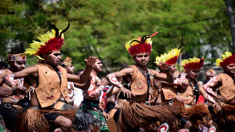Warga Papua turut merayakan upacara HUT Kemerdekaan ke-17 RI di Jawa Barat. JIBI/Bisnis - Wisnu Wage