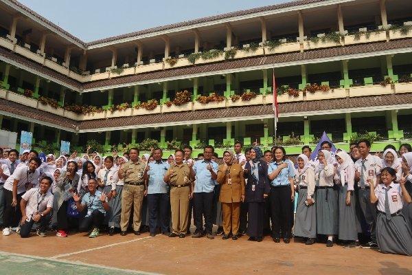 Transjakarta dan Dinas Pendidikan DKI Jakarta menyelenggarakan Jak Lingko Goes to School di SMA 27 Jakarta, Selasa (20/8/2019) - TransJakarta