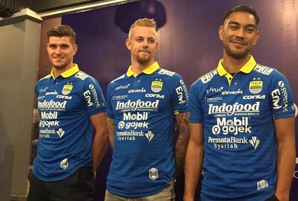 3 Pemain baru Persib, yakni Nick Kuipers, Kevin van Kippersluis dan Omid Nazari - Bisnis/Dea Andriyawan