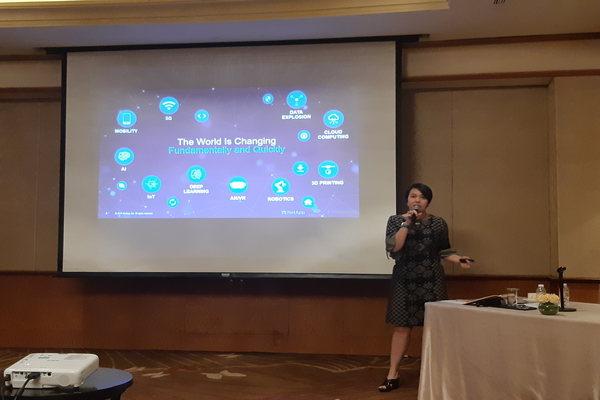 Ana Sopia, Country Manager, NetApp Indonesia memaparkan materi tentang Cloud di Jakarta, Selasa (20/8/2019). - Bisnis/Leo Dwi Jatmiko