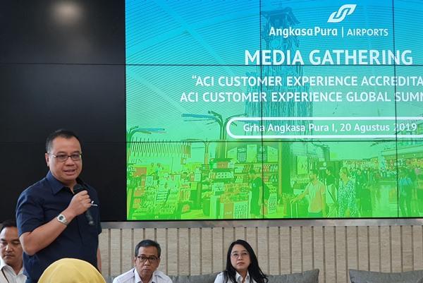 Dirut PT Angkasa Pura I Faik Fahmi memaparkan rencana penyelenggaraan Customer Experience Global Summit, Selasa (20/8/2019). BISNIS - Rio Sandy Pradana