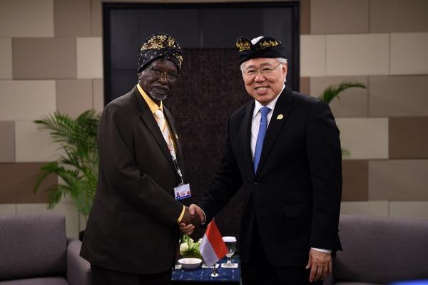 Menteri Perdagangan Enggartiasto Lukita di sela-sela pertemua bilateral dengan perwakilan Uganda di forum IAID, Selasa (20/8/2019). - Kemendag