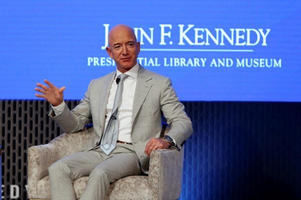 Pendiri Amazon dan Blue Origin Jeff Bezos. - REUTERS / Katherine Taylor