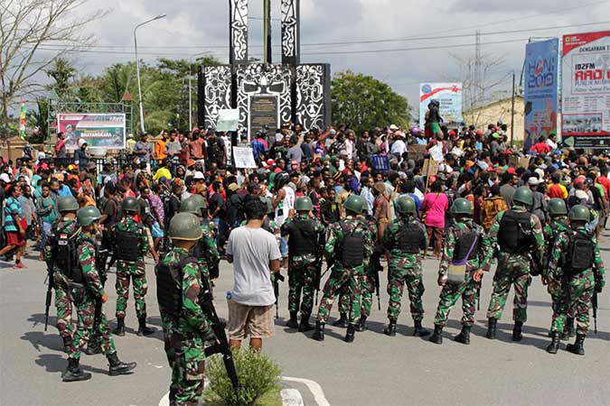 Warga melakukan konvoi saat aksi di Mimika, Papua, Rabu (21/8/2019). Antara - Sevianto Pakiding