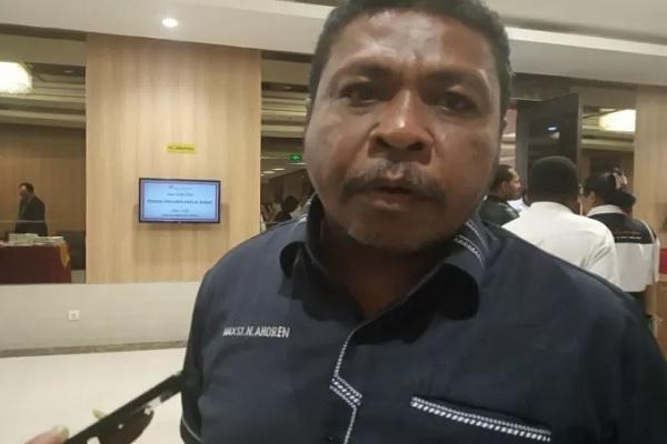 Anggota MRP Papua Barat, Anton Rumbruren di Manokwari, Rabu (21/8/2019). - Antara