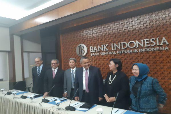 Anggota Dewan Gubernur Bank Indonesia sebelum mengumumkan hasil Rapat Dewan Gubernur Agustus 2019 di Gedung BI, Jakarta, Kamis (22/8/2019). (Bisnis - Gloria F.K. Lawi).