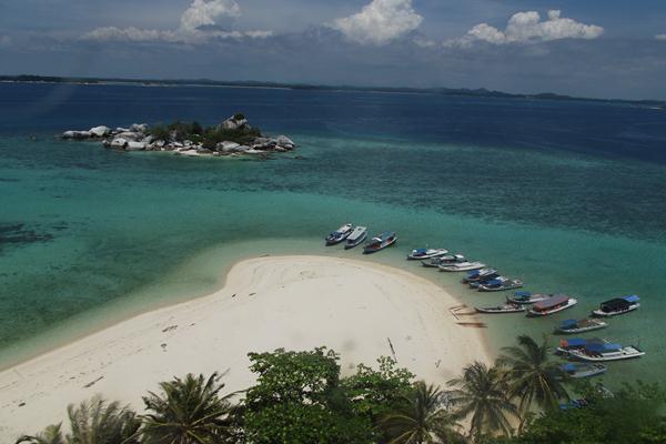 Pulau Lengkuas di Bangka Belitung - Bisnis Indonesia/Syafri Ario