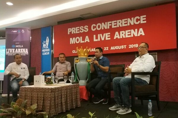 Manajemen Mola TV memperkenalkan layanan barunya bersama Matrix Group dan Mix Group terkait hak siar resmi Premier League selama tiga musim (2019-2022) melalui jumpa pers yang juga dihadiri sejumlah komunitas di Makassar, Kamis (22/8/2019). - JIBI/Paulus tandi Bone.