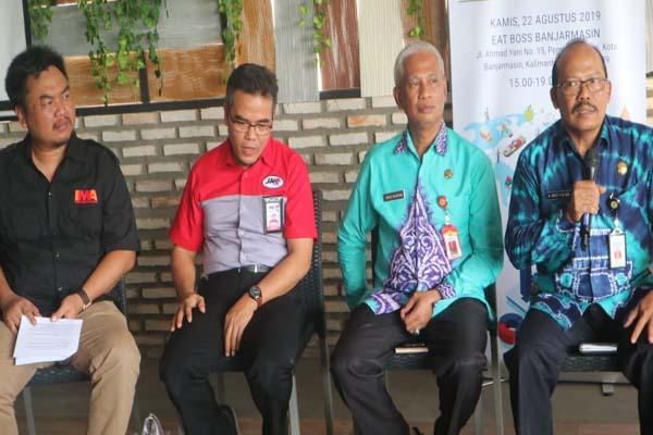 JNE menggelar kegiatan Kopiwriting di Kota Banjarmasin dengan menghadirkan narasumber yang kompeten dibidangnya - Arief Rahman