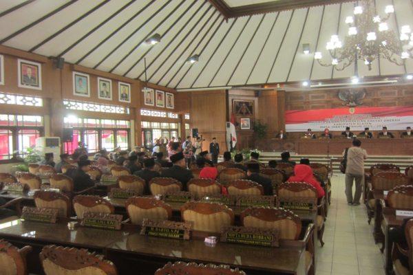 Sejumlah kursi anggota DPRD Klaten kosong saat berlangsung pelantikan anggota DPRD periode 2019-2024 di gedung paripurna DPRD setempat, Kamis (22/8/2019). (Solopos - Ponco Suseno)