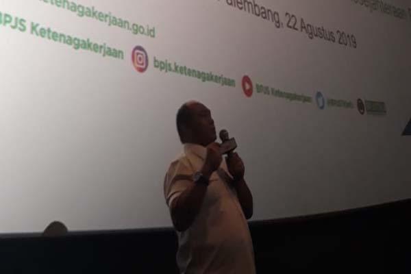 Deputi Direktur BPJS Ketenagakerjaan Wilayah Sumbagsel Arif Budiarto memberikan pemaparan saat acara engagement serikat buruh, serikat pekerja, asosiasi pengusaha dan pemerintah daerah, Kamis (22/8/2019) - Bisnis/Dinda Wulandari