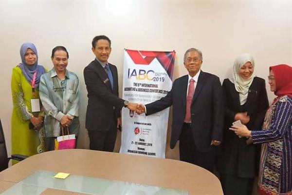 Kerja sama STIE Indonesia Banking School (IBS) Jakarta dan Universiti Teknologi Mara, Johor, Malaysia. - Istimewa