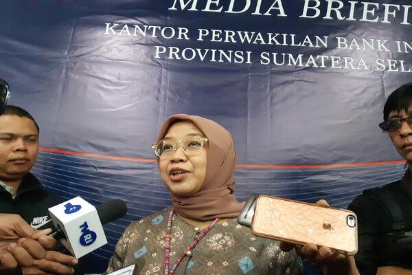 Kepala Perwakilan BI Sumsel, Yunita Resmi Sari (tengah) saat media briefing. - Bisnis/Dinda Wulandari