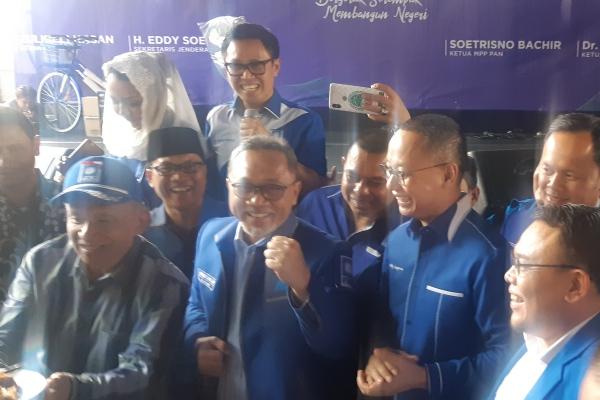 Ketua Dewan Kehormatan PAN Amien Rais, Ketua Umum PAN Zulkifli Hasan, Sekjen PAN Eddy Soeparno dan kader lainnya merayakan ulang tahun PAN di Jakarta, Jumat (23/8/2019) - Bisnis/Jaffry Prabu Prakoso