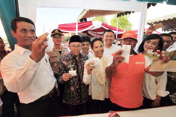 Rangkaian acara penyaluran Kartu Tani secara simbolis di Sumenep, Madura, Jawa Timur, Selasa (6/6). - Istimewa