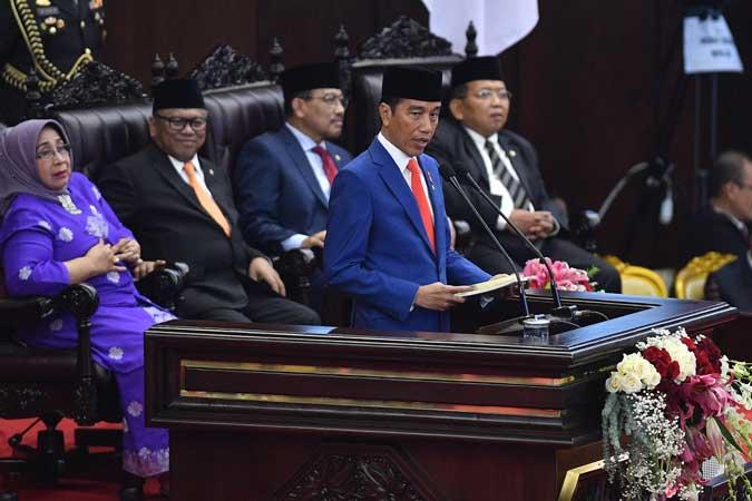Presiden Joko Widodo menyampaikan pidato dalam rangka penyampaian RUU tentang APBN TA 2020 disertai nota Keuangan dan dokumen pendukungnya dalam sidang Paripurna DPR di Kompleks Parlemen, Senayan, Jakarta, Jumat (16/8/2019). - ANTARA FOTO/Sigid Kurniawan