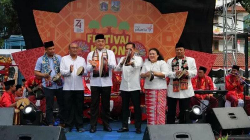 Wali Kota Jakarta Pusat Bayu Meghantara (ketiga kiri) membuka Festival Kebon Bang Jaim di Jakarta, Jumat (23/8/2019) sebagai upaya mendongkrak kunjungan wisata ke Ibu Kota. - Antara-Humas Pemkot Jakpus