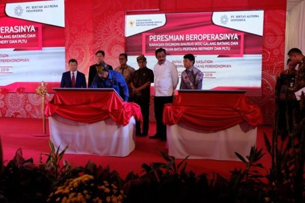 Menteri Koordinator Bidang Perekonomian Darmin Nasution meresmikan Kawasan Ekonomi Khusus (KEK) Galang Batang di Bintan, Kepulauan Riau, Sabtu (8/12). - Antara