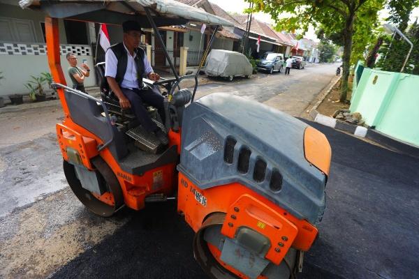 Pembangunan ruas jalan di Kota Bandung - Bisnis/Dea Andriyawan