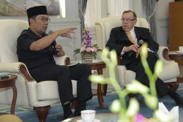 Pertemuan Ridwan Kamil dengan AIC di Gedung Pakuan, Kota Bandung, Senin (26/8/19). - Bisnis/Wisnu Wage