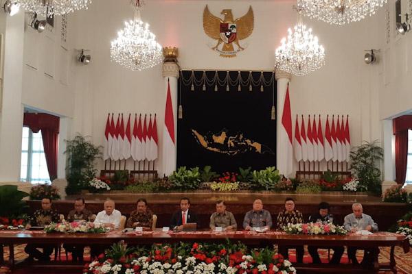 Presiden Jokowi, Wakil Presiden Jusuf Kalla, dan sejumlah menteri menggelar konferensi pers pemindahan ibu kota. - Bisnis/Amanda K. Wardhani