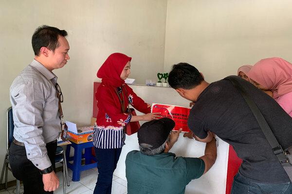 Petugas dari dan Polres Malang menertibkan KUPVA BB Ilegal di Kepanjen, Kab. Malang. - Istimewa