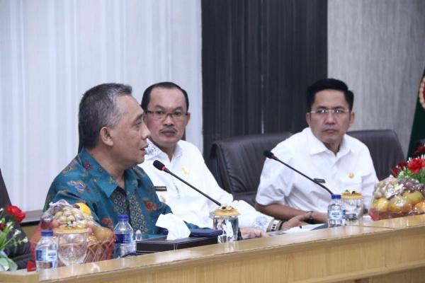 Wali Kota Palembang Harnojoyo (tengah) berbincang terkait rencana pembangunan rumah murah bagi ustaz dan ulama - Istimewa
